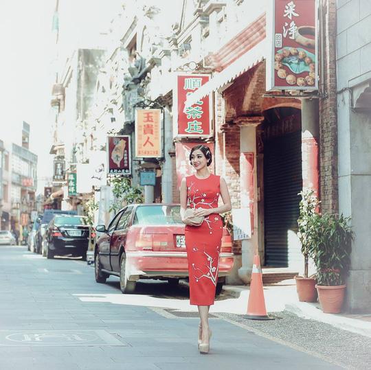 Hoa hậu Hồng Tươi xinh đẹp bên Nam vương Nguyễn Hải Quân - Ảnh 1.