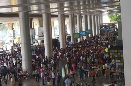 Đi xe 16 chỗ tới đón đúng 1 Việt kiều ở sân bay Tân Sơn Nhất - Ảnh 6.