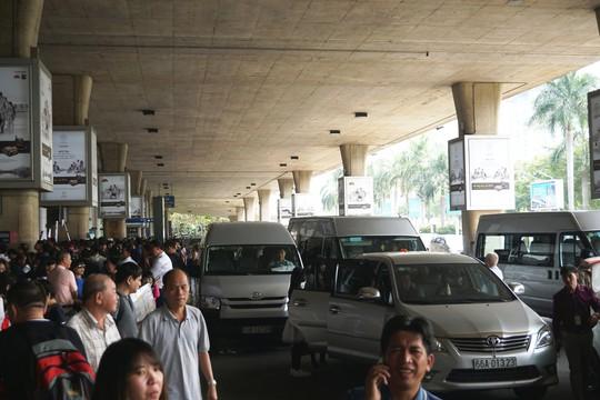 Đi xe 16 chỗ tới đón đúng 1 Việt kiều ở sân bay Tân Sơn Nhất - Ảnh 4.