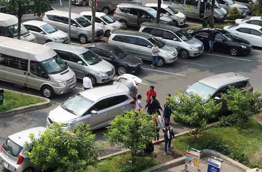 Đi xe 16 chỗ tới đón đúng 1 Việt kiều ở sân bay Tân Sơn Nhất - Ảnh 3.