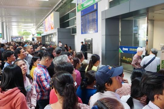 Đi xe 16 chỗ tới đón đúng 1 Việt kiều ở sân bay Tân Sơn Nhất - Ảnh 1.