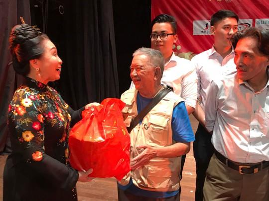 NSND Lý Huỳnh rơi nước mắt gặp lại người xưa - Ảnh 7.