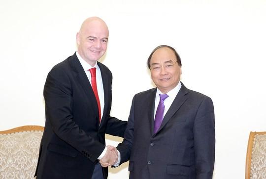 Thủ tướng kể chuyện chờ 5 giờ đón đội U23 Việt Nam với chủ tịch FIFA - Ảnh 1.