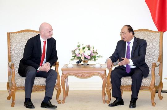 Thủ tướng kể chuyện chờ 5 giờ đón đội U23 Việt Nam với chủ tịch FIFA - Ảnh 2.