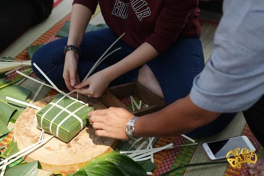 Ngo Thanh Van Jun Pham nau banh chung tang nguoi ngheo