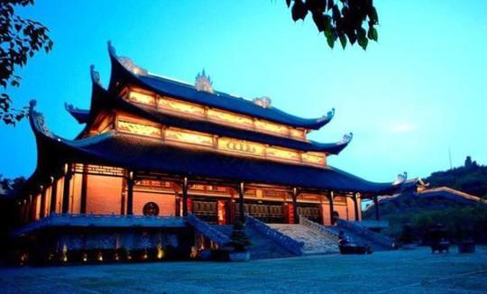 Ngôi chùa lớn nhất Việt Nam đẹp lung linh huyền ảo về đêm - Ảnh 5.