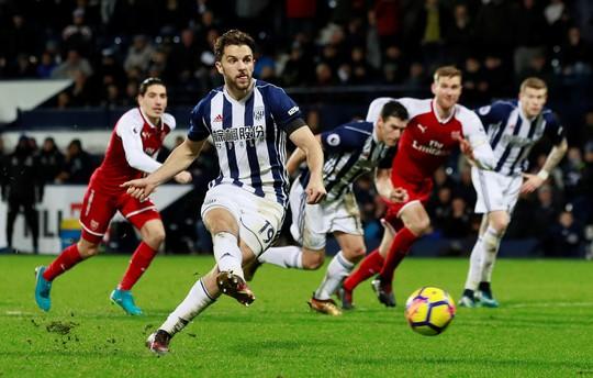 HLV Wenger: Trọng tài đã làm hư trận đấu - Ảnh 3.