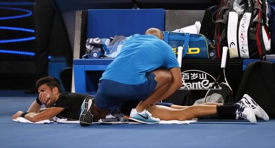 Nadal chính thức giành vé vào tứ kết, Djokovic và Federer vẫn bám đuổi - Ảnh 9.