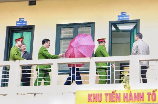 Tòa xử ông Đinh La Thăng: Luật sư đề nghị triệu tập thêm nhân chứng - Ảnh 10.