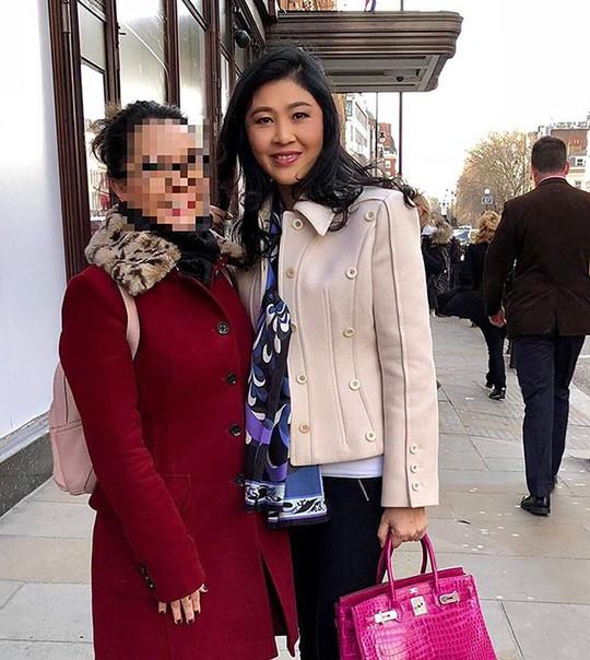 Lộ thêm hình ảnh bà Yingluck đang ở Anh - Ảnh 1.