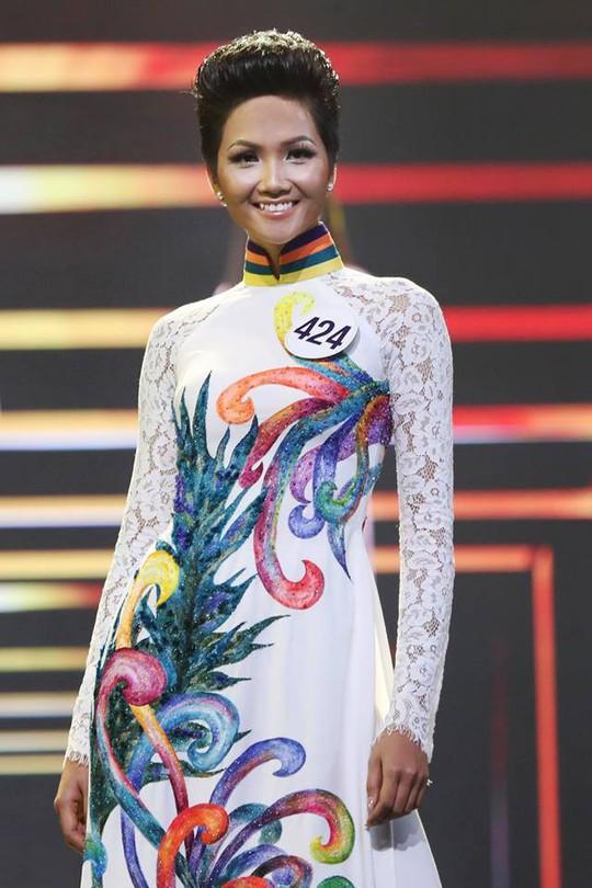 Hoa hậu Hoàn Vũ Việt Nam 2017 sở hữu vẻ đẹp khác lạ - Ảnh 7.