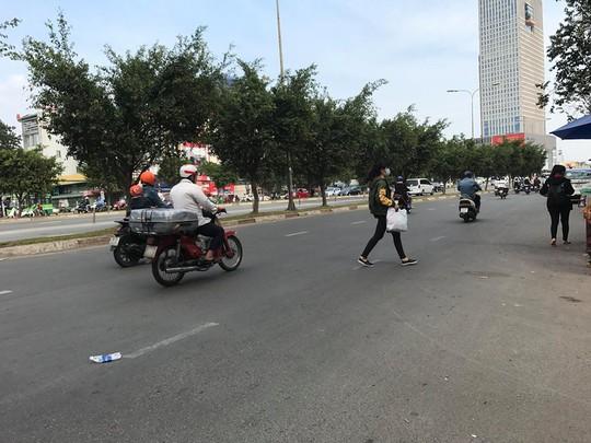 Người Sài Gòn ít biết đi bộ sai sẽ ngồi tù - Ảnh 2.