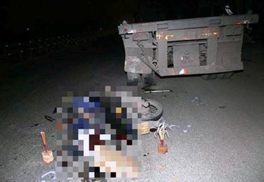 Tông đuôi xe đầu kéo đỗ bên đường, người đi xe máy tử vong - Ảnh 1.
