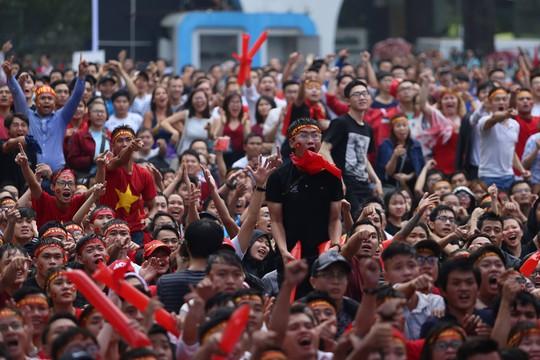 Vỡ òa, hạnh phúc tột độ vì U23 Việt Nam - Ảnh 3.