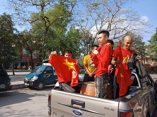 Biển người đổ về hồ Gươm sướng cùng U23 Việt Nam - Ảnh 29.