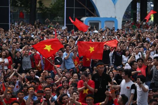 Vỡ òa, hạnh phúc tột độ vì U23 Việt Nam - Ảnh 5.