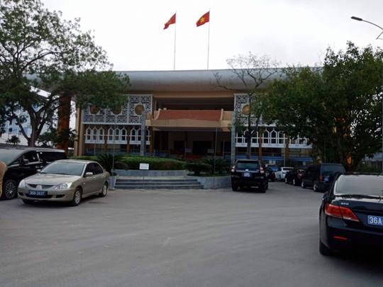 HĐND họp bất thường bãi nhiệm ông Ngô Văn Tuấn, báo chí không được dự - Ảnh 1.