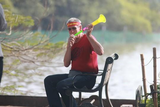 Biển người đổ về hồ Gươm sướng cùng U23 Việt Nam - Ảnh 22.