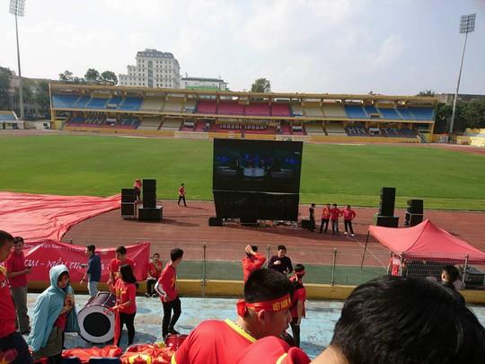 Biển người đổ về hồ Gươm sướng cùng U23 Việt Nam - Ảnh 24.