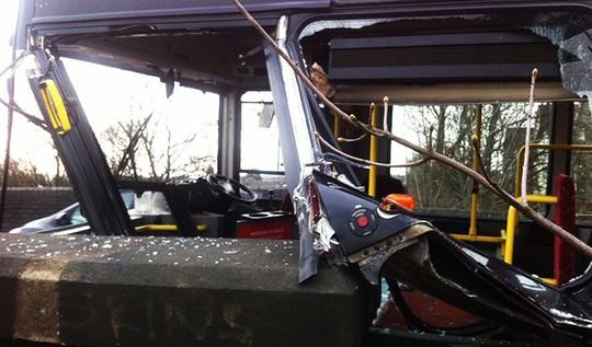 Xe buýt lao từ vách đá xuống bãi biển, 48 người thiệt mạng - Ảnh 5.