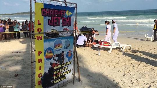Thái Lan: Đấu súng trên bãi biển, du khách nháo nhào bỏ chạy - Ảnh 1.