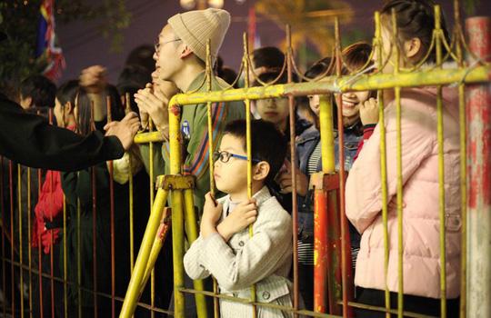 2.000 nhân viên an ninh lập 5 vòng bảo vệ lễ Khai ấn đền Trần - Ảnh 2.
