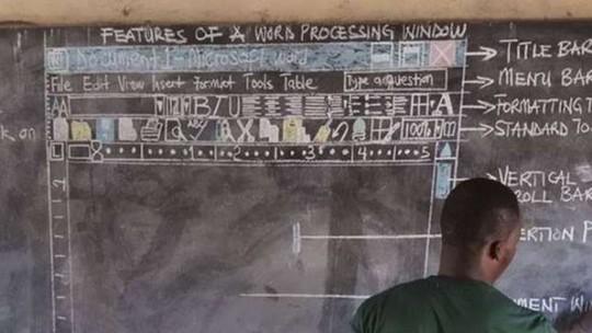Thầy giáo dạy tin học bằng bảng phấn gây sốt - Ảnh 2.