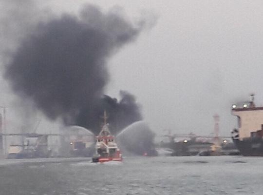 Hải Phòng: Đang bơm, tàu chở xăng dầu phát nổ, bốc cháy dữ dội - Ảnh 2.