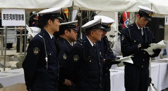 Nhật Bản: Phát hiện thi thể trẻ sơ sinh trong chai - Ảnh 1.