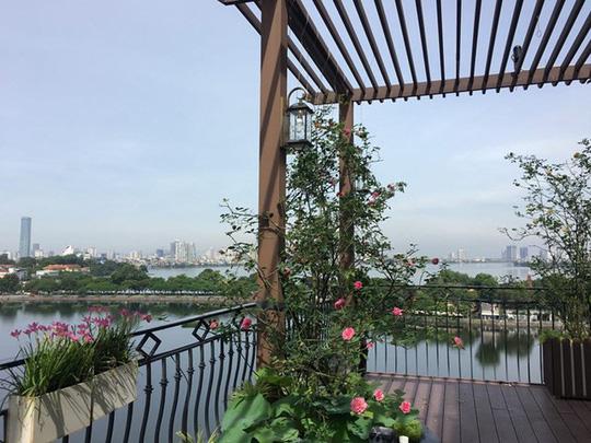 Ngắm ban công nhỏ xinh đầy hoa hồng của bà mẹ Hà Nội - Ảnh 3.