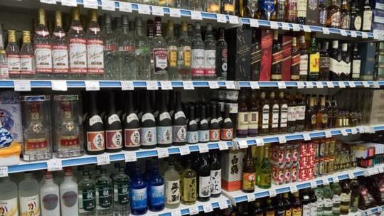 Singapore bị lộ tuồn rượu mạnh cho Triều Tiên - Ảnh 1.