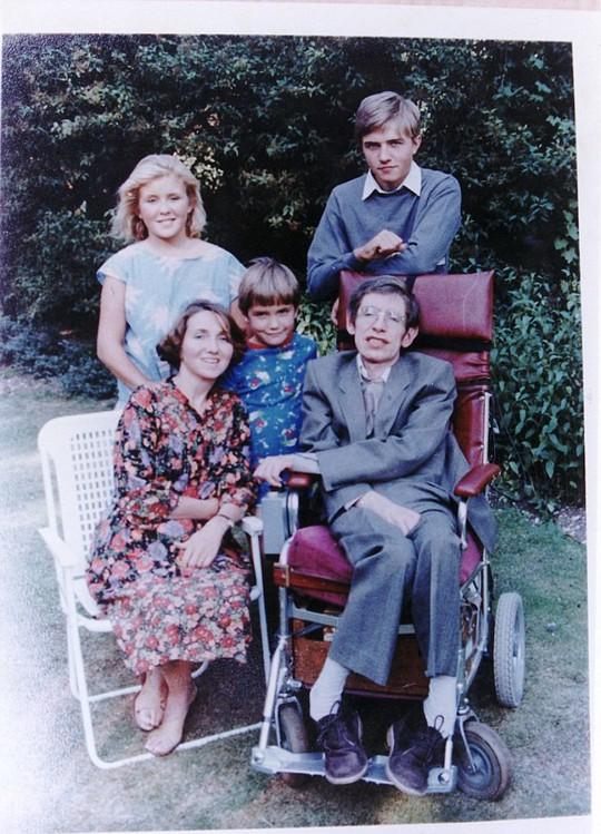 Ông hoàng vật lý vũ trụ Stephen Hawking qua đời - Ảnh 3.