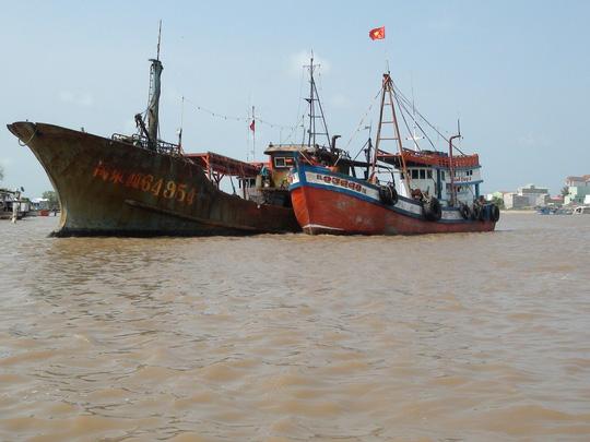 """Tàu """"ma"""" Trung Quốc trôi dạt trên vùng biển Bạc Liêu - Ảnh 1."""