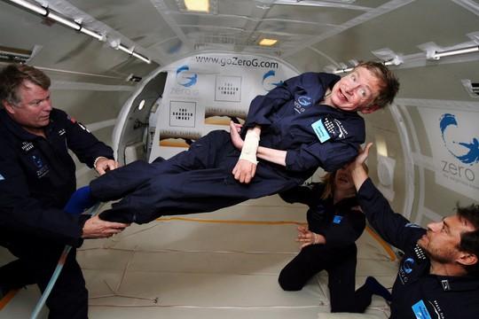 Vĩnh biệt người mở khóa bí mật vũ trụ Stephen Hawking! - Ảnh 1.