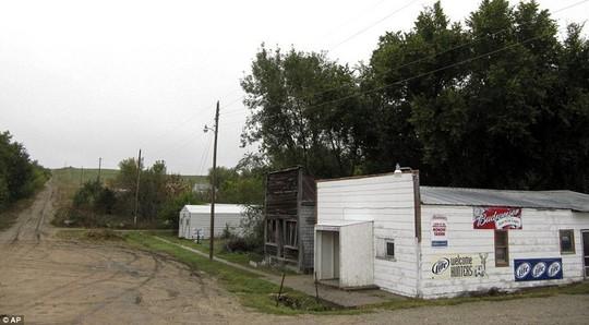 Thăm thị trấn nhỏ nhất nước Mỹ chỉ với một công dân - Ảnh 2.