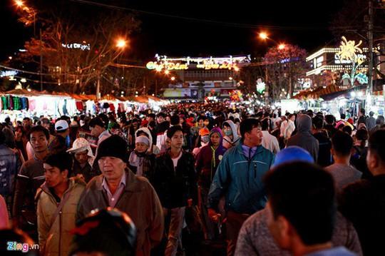 Chợ đêm Đà Lạt: Những bất cập khiến du khách nản lòng - Ảnh 1.