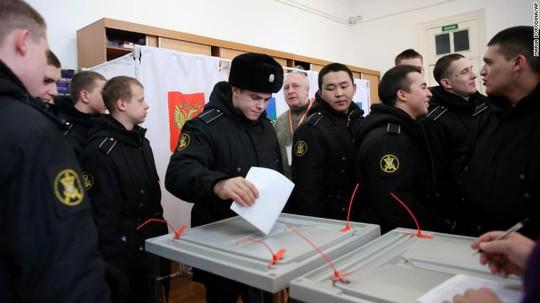 Vụ cựu điệp viên Nga bị đầu độc khiến người ủng hộ ông Putin đoàn kết - Ảnh 3.