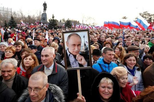 Vụ cựu điệp viên Nga bị đầu độc khiến người ủng hộ ông Putin đoàn kết - Ảnh 4.