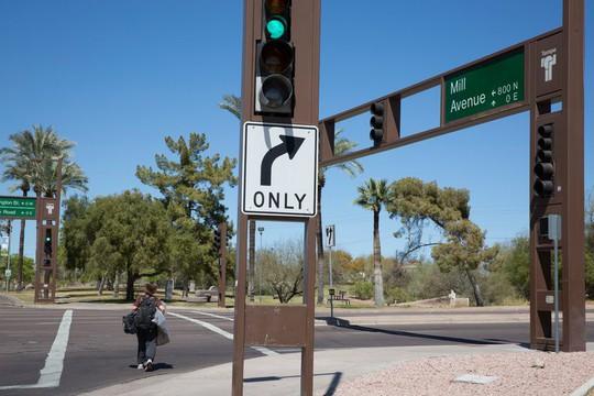 Mới thử nghiệm, xe tự lái của Uber tông chết người đi đường - Ảnh 1.