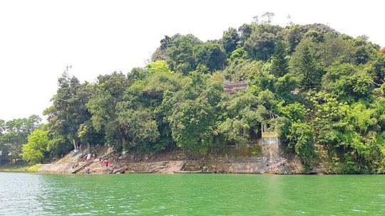 Ngắm cảnh đẹp miên man dòng sông Hương từ thuyền rồng - Ảnh 11.