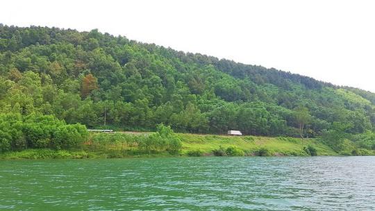 Ngắm cảnh đẹp miên man dòng sông Hương từ thuyền rồng - Ảnh 13.