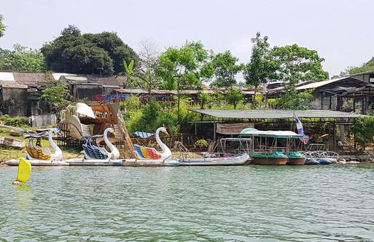 Ngắm cảnh đẹp miên man dòng sông Hương từ thuyền rồng - Ảnh 14.