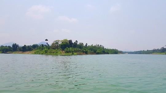 Ngắm cảnh đẹp miên man dòng sông Hương từ thuyền rồng - Ảnh 15.