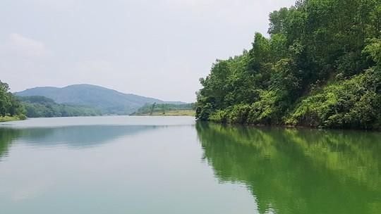 Ngắm cảnh đẹp miên man dòng sông Hương từ thuyền rồng - Ảnh 16.