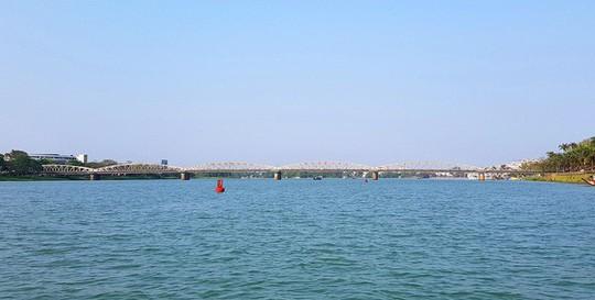 Ngắm cảnh đẹp miên man dòng sông Hương từ thuyền rồng - Ảnh 19.