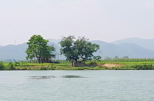 Ngắm cảnh đẹp miên man dòng sông Hương từ thuyền rồng - Ảnh 3.