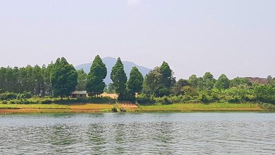 Ngắm cảnh đẹp miên man dòng sông Hương từ thuyền rồng - Ảnh 5.