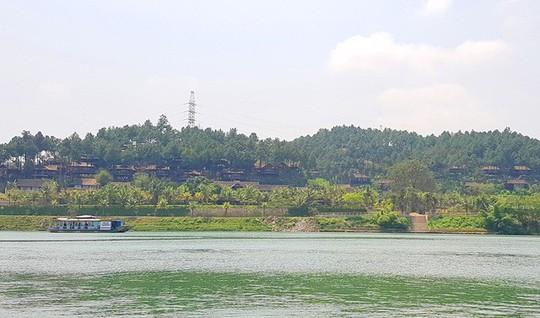 Ngắm cảnh đẹp miên man dòng sông Hương từ thuyền rồng - Ảnh 7.