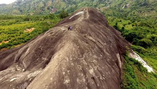 Lên Đắk Lắk nhớ nghe giai thoại về hòn đá nuốt người - Ảnh 7.