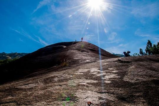 Lên Đắk Lắk nhớ nghe giai thoại về hòn đá nuốt người - Ảnh 8.